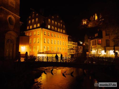 Rotes Haus und Haller bei Nacht